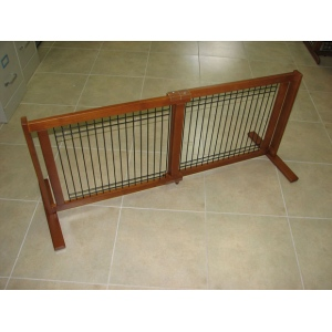 Crown Pet™ 21 Wood/Wire Pet Gate: Chestnut, Small Span